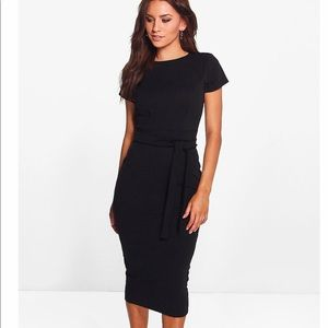 NWT BOOHOO Dress Size 4